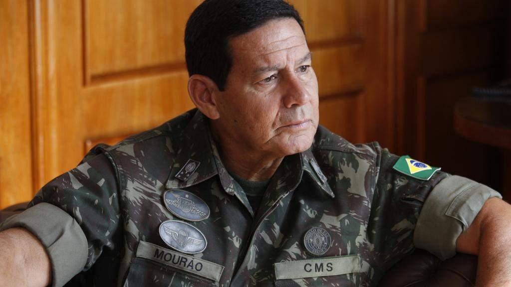 Mourão vai a reunião de emergência sobre possível guerra contra Venezuela